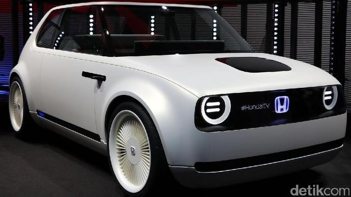 Honda Urban EV pertama kali diluncurkan di Frankfurt Motor Show pada pertengahan September 2017 lalu, dan kembali ditampilkan di Tokyo Motor Show 2017. Setelah Eropa, mobil ini baru akan meluncur di jalan-jalan Jepang. Foto: Dadan Kuswaraharja