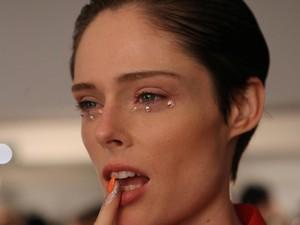 Tips Makeup Cepat Kurang Dari 10 Menit untuk Dapatkan Wajah Segar