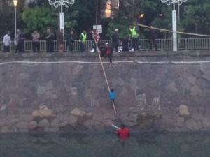 Ngantuk, Ibu dan Anak Terperosok di Sungai Depan Masjid Istiqlal