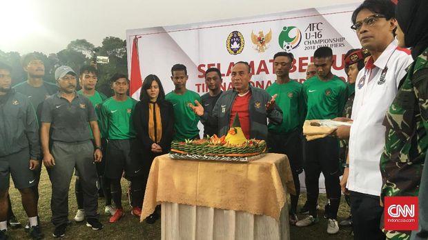 Ketua Umum PSSI, Edy Rahmayadi melepas keberangkatan Timnas U-16 ke Bangkok. (