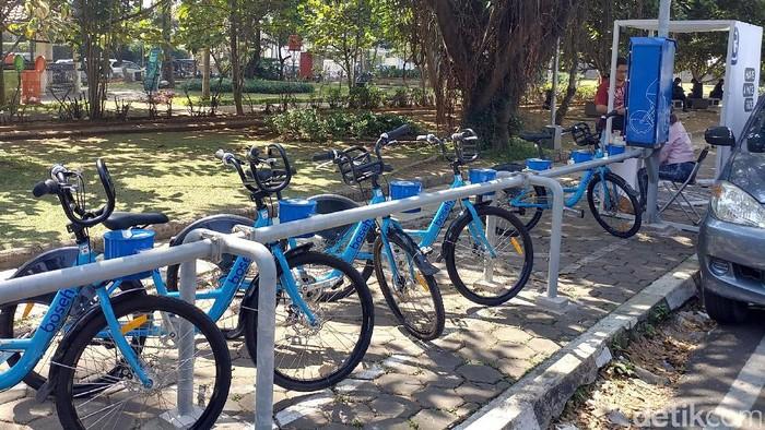 Pemkot Bandung melakukan uji coba program bernama Bike On The Street Everybody Happy (Boseh). Program ini menyediakan layanan penyewaan sepeda.