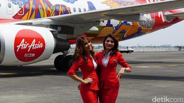 ejumlah tulisan promosi untuk nusantara ini ada di pesawat Airbus A320-200 dengan kode registrasi PK-AXV. Pengerjaan liverynya di Hangar 4, GMF AeroAsia, komplek Bandara Soekarno-Hatta, Tangerang (Masaul/detikTravel)