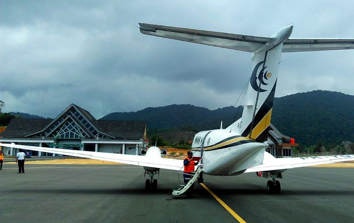 Begini suasana Bandara Letung di Pulau Jemaja, Kabupaten Kepulauan Anambas. Istimewa/Djoko Setijowarni.