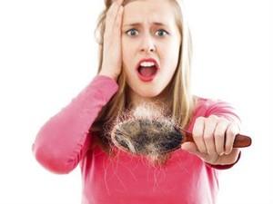 Rambut Rontok Setelah Melahirkan Terkait dengan Bayi Main Ludah?