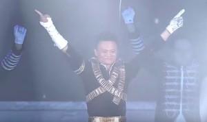 Kocak, Tingkah Orang Terkaya Asia Jadi Michael Jackson