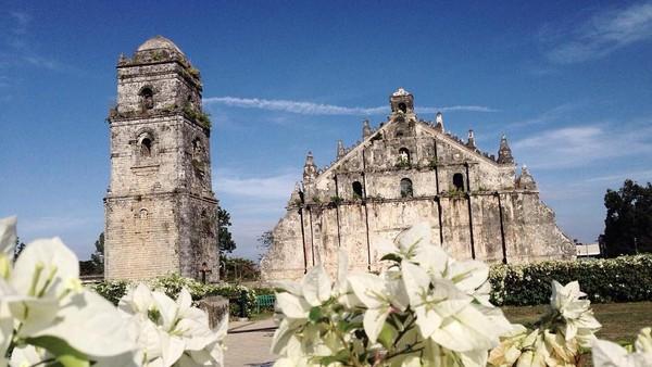 Di Filipina, terdapat Paoay Church, sebuah gereja historis yang bentuknya menyerupai segitiga. Gereja ini juga diakui oleh UNESCO sebagai salah satu warisan budaya (Instagram/judedenyam)