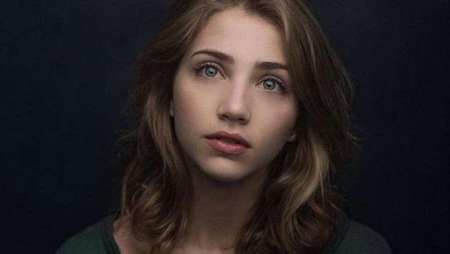 Mata Indah Emily Rudd Bikin Jatuh Hati