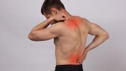 Saraf kejepit adalah masalah yang umum terjadi di tulang belakang. Selain gejala nyeri di area punggung yang terdampak, berikut gejala lain saraf kejepit: