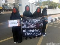 Berwajah Merah-Hitam, Pelajar Sukabumi Gelar Aksi Peduli Rohingya