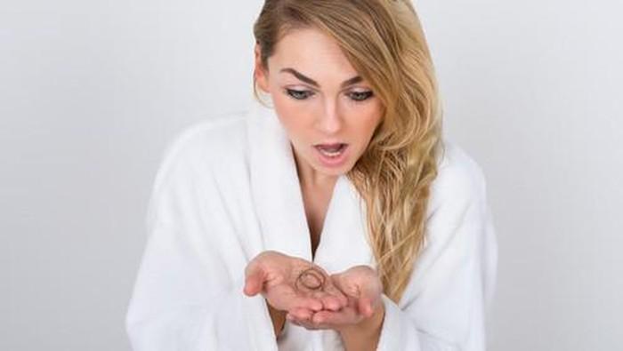 Rambut rontok bisa berhubungan dengan kondisi kesehatan (Foto: iStock)