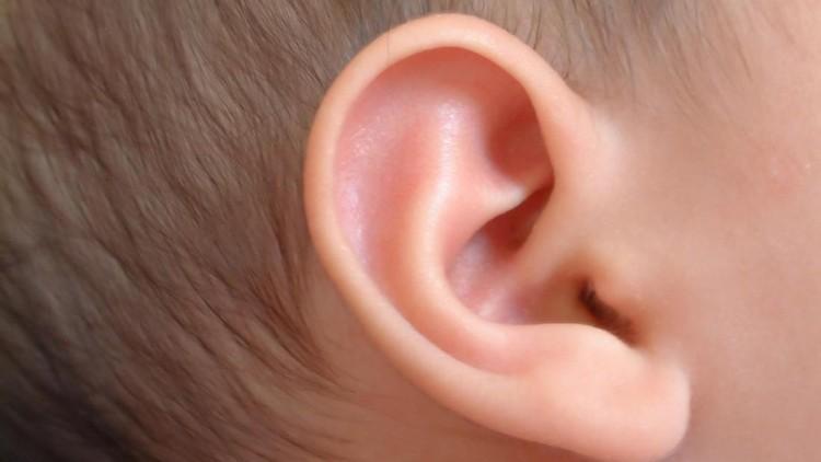 Pelajaran untuk Ortu dari Insiden Saat Telinga Anak Ditindik