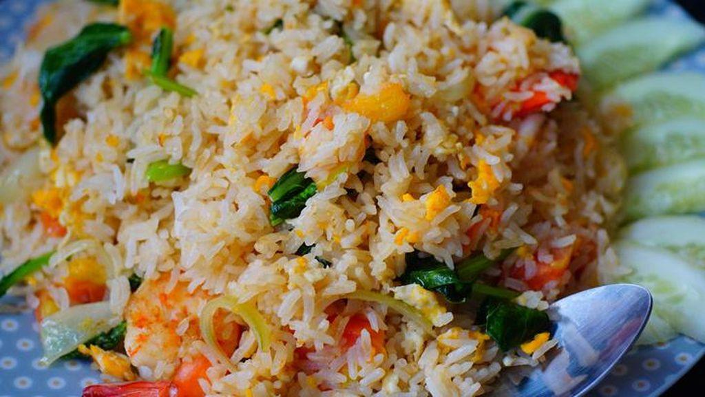 Siang Ini Enaknya Makan Nasi Goreng Salmon dan  Buntut Sapi di Sini