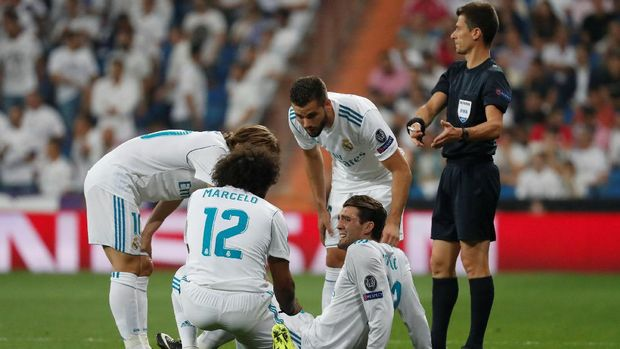 Mateo Kovacic tak bisa melanjutkan laga karena cedera.