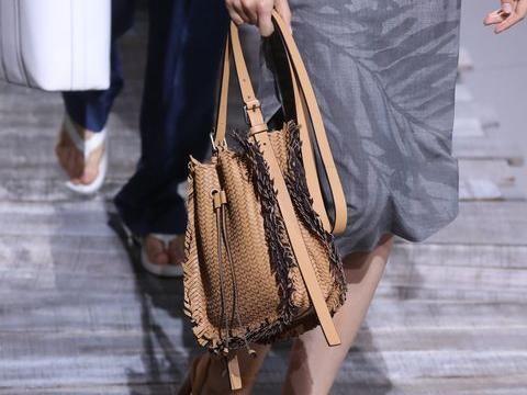 <i>Must Have</i>: Tas Rotan yang Kini Banyak Dipakai Artis dan Influencer Fashion