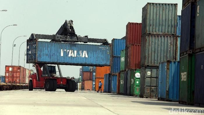 Pelabuhan internasional Cikarang Dry Port menawarkan pelayanan satu pintu untuk aktivitas ekspor dan impor serta domestik. Seperti apa aktivitasnya, yuk kita lihat.
