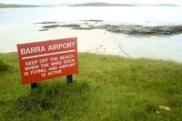 Penerbangan ke Bandara Barra hanya berlangsung 2 kali dalam sehari dan dilayani oleh maskapai Loganair. Jadwal penerbangannya hanya di siang hari, yakni keberangkatan dari Glasgow pada pukul 11.30 dan mendarat pukul 11.50. Lalu penerbangan dari Bandara ke Glasgow pada pukul 14.15 dan tiba pukul 14.35 (iStock)