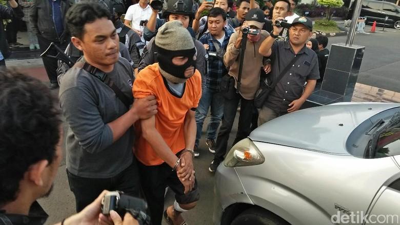 Polisi Tangkap Pelaku yang Bacok Ibu dan Anak di Ciledug