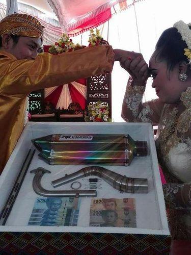 Viral, Pasangan di Magetan Nikah dengan Mahar Knalpot Motor