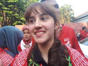 Rupa-rupa Serangan untuk Sang Politikus Muda