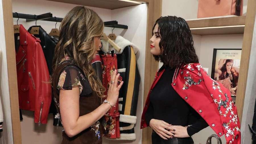 Bikin Iri! Keakraban Cinta Laura dan Selena Gomez