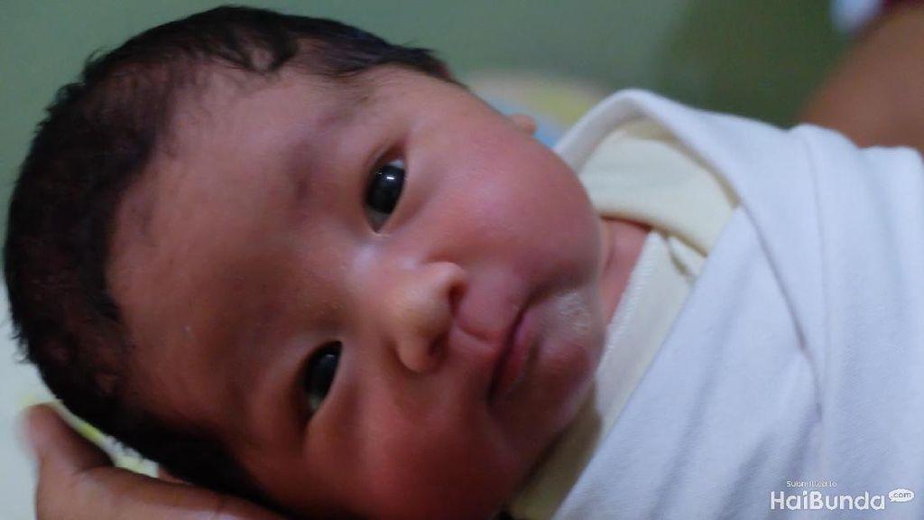Ini Untungnya Bayi Baru Lahir Mirip Ayahnya