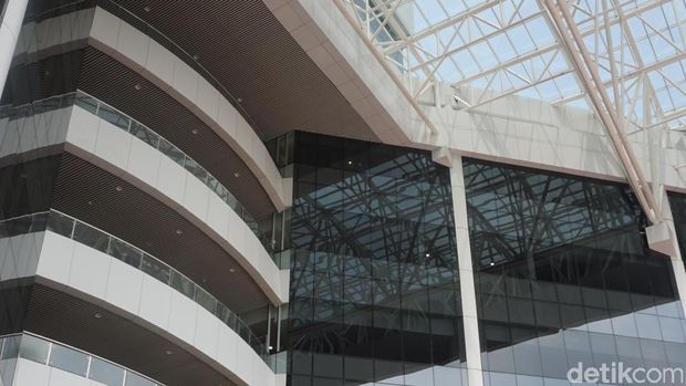 Anggaran pembangunan perpustakaan ini mencapai Rp 465 miliar. Fasilitas yang tersedia pun sudah lengkap.