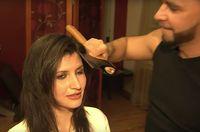 Merapikan rambut depan dengan kapak