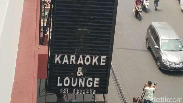 Satpol PP Hanya Segel Karaoke Diamond, Bar Tetap Jalan