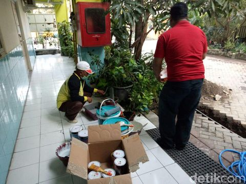 Aktivitas warga di Rusunawa Penjaringan Sari/