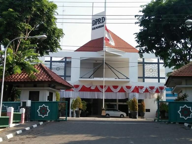 DPRD Kabupaten Pasuruan Kembalikan Mobil Operasional