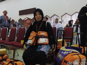 Kisah Haru Neneng: Berangkat Haji Bareng Suami, Pulang Sendiri