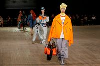 'Hijab' Warnai Koleksi Terbaru Marc Jacobs di New York Fashion Week