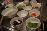 Ini Dia Rahasia Pembuatan Dumpling Ayam dan Sayuran Saus Sichuan