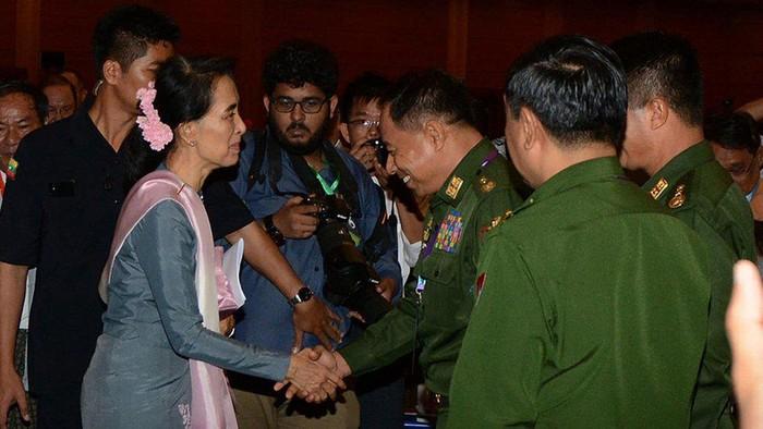 Krisis Rohingya: Seberapa berkuasa sebenarnya Aung San Suu Kyi?