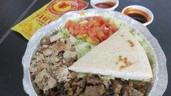Ini 4 Tempat Makan Rice Platter Timur Tengah yang Sedap