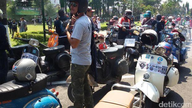 Bule Ini Butuh 101 Hari Naik Vespa dari Italia Menuju Yogyakarta