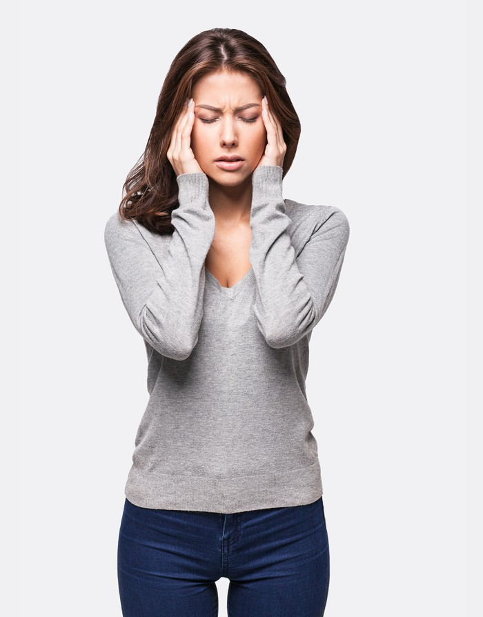 Terkadang rasa nyeri menjalar ke kepala dan terasa seperti migrain. (Foto: Thinkstock)