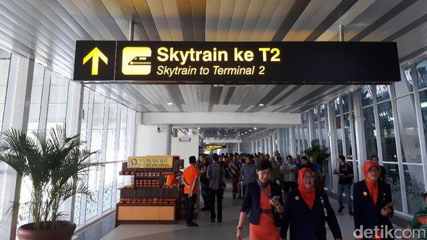 Skytrain Bandara Soetta Mulai Beroperasi.