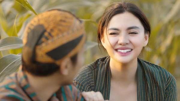 Jelang Nikah di Borobudur, Yuk Intip Kemesraan Vicky Shu dan Ade Imran