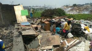 Warga Korban Kebakaran di Belakang Alexis Mengungsi di Tenda Darurat