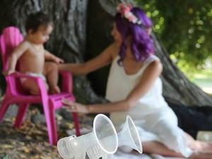 Pesan Penting di Balik Foto Ibu yang Sedang Memerah ASI