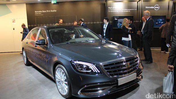 Salah satu mobil Mercedes-Maybach S-Class yang mengusung teknologi Fit and Healthy