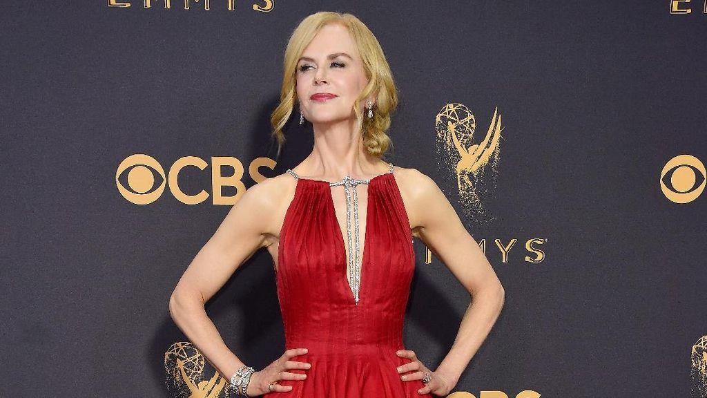 Nicole Kidman Pakai Sepatu Beda Sebelah Jadi Perhatian di Emmy Awards 2017