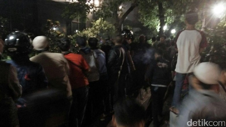 Cerita Saksi Mata Gedung LBH Jakarta Dikepung: Mencekam dan Chaos