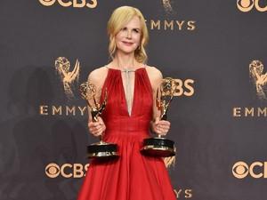 Heboh! Nicole Kidman Kecup Bibir Alexander Skarsgard di Depan Suami