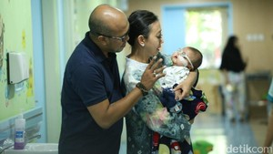 Apa Kabar Perkembangan Bayi Asri Welas yang Terkena Katarak?