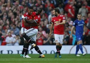 Kekonyolan Bek Manchester United Jadi Viral