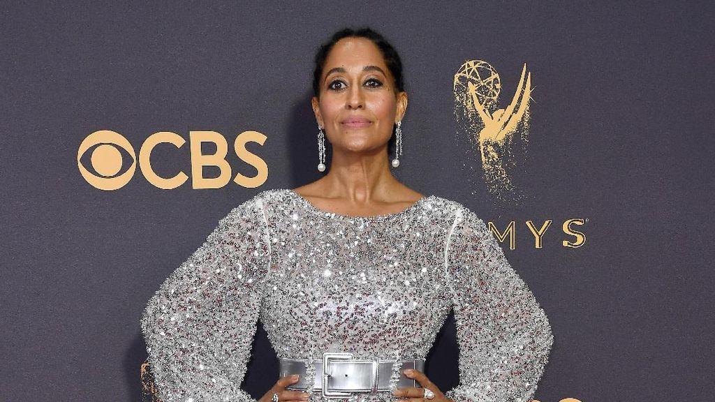 Foto: 10 Selebriti dengan Pilihan Busana Terburuk di Emmy Awards 2017