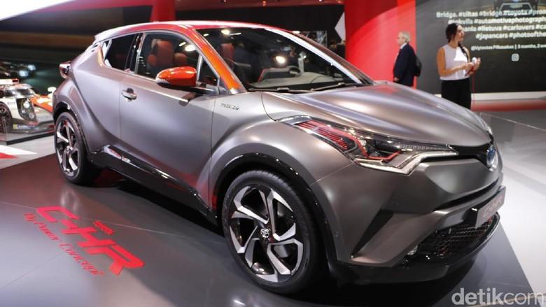 Mungkinkah itu Toyota C-HR? Foto: Dadan Kuswaraharja