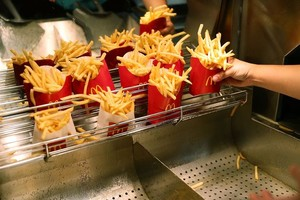 Makan Kentang Goreng McDonalds Usai Hubungan Intim Tak Bakal Hamil